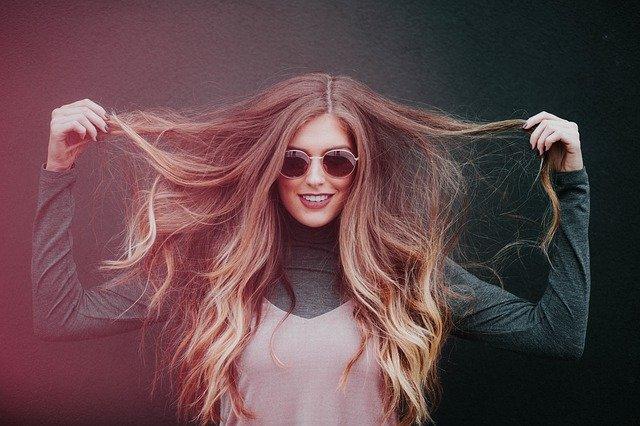 Wege zum Nachwachsen von dünnem Haar, laut Dermatologen